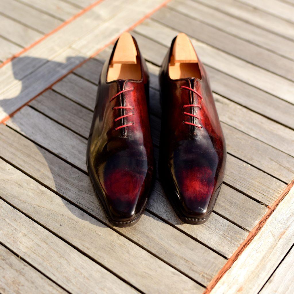 Le richelieu Oxford one-cut Crazy-Lace en cuir rouge patiné