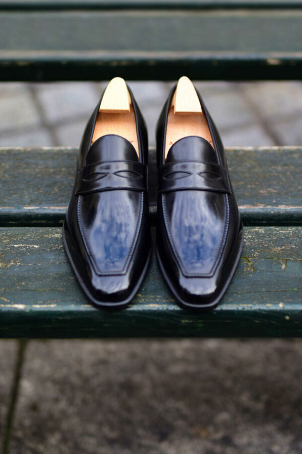 The masked loafer Lupin in black leather