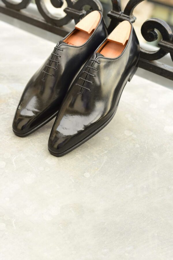 The One-Cut Oxford Xavier in black leather