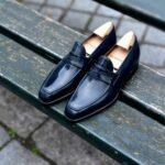 Le mocassin loafer Lupin en cuir bleu de minuit