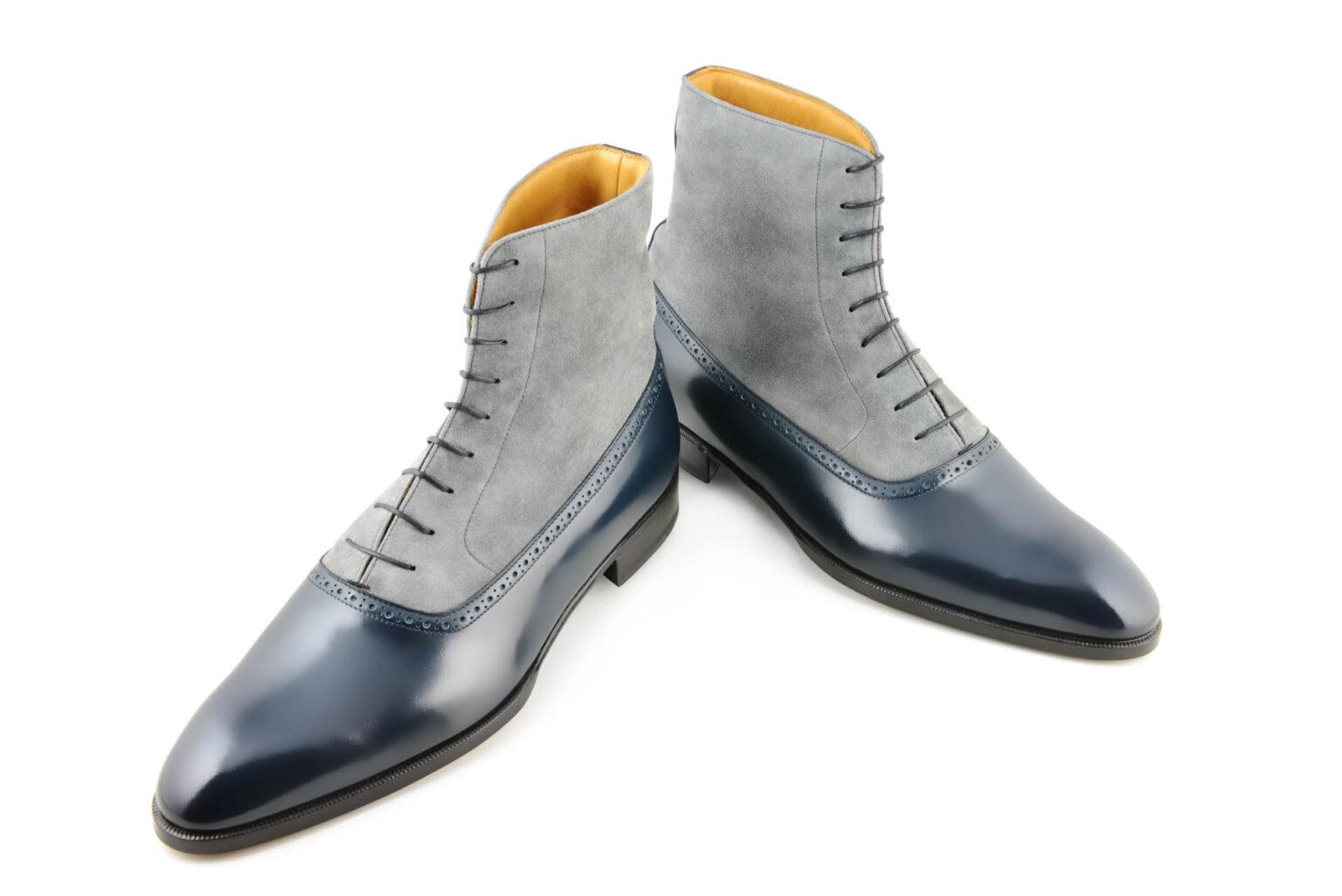 La bottine bi matière Alfred en daim gris et cuir bleu
