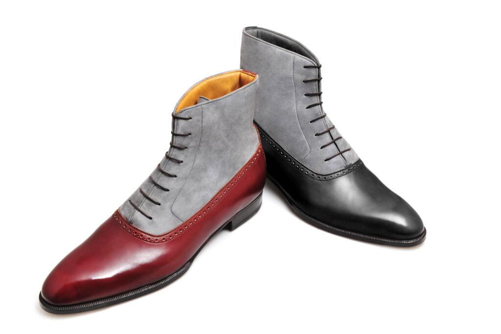 La bottine bi matière Alfred en daim gris et cuir noir et bordeaux
