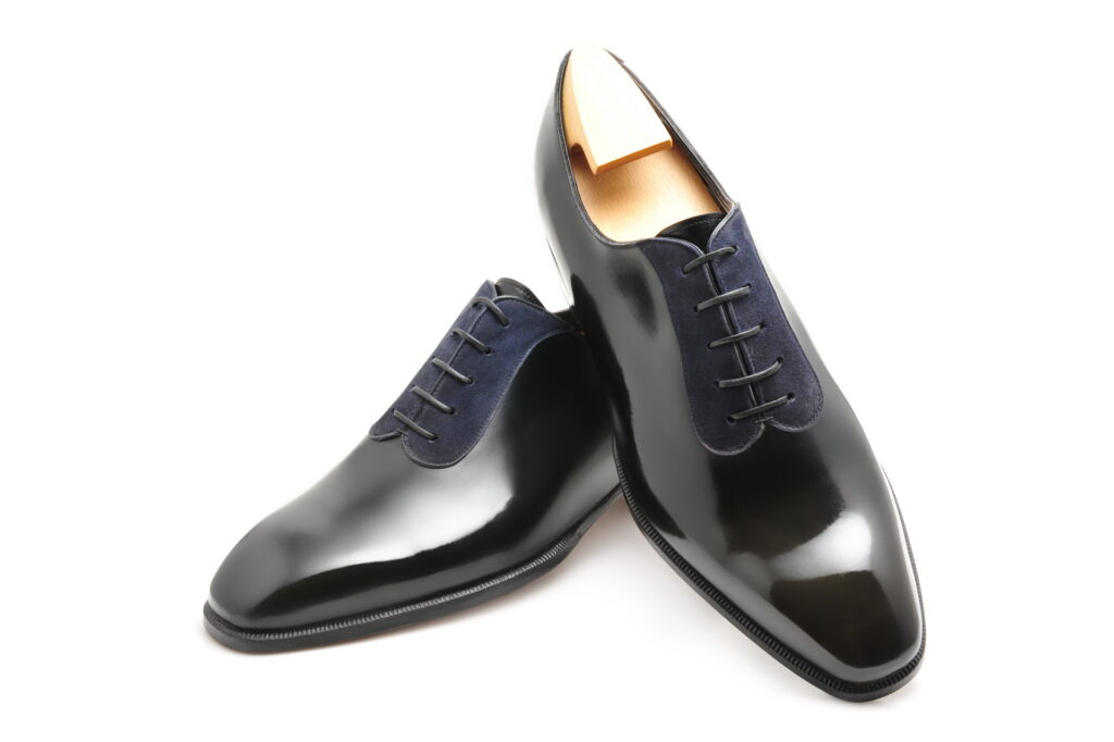 Le richelieu oxford bi matière Colin en cuir noir et daim bleu