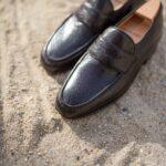 Le mocassin penny loafer tubulaire Gianni en pécari marron