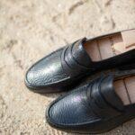 Le mocassin penny loafer tubulaire Gianni en pécari noir